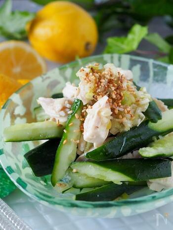 鶏むね肉でもOKのレシピ。クエン酸がたっぷり含まれたレモン汁が入っているから、疲労回復や夏バテに効きます。
