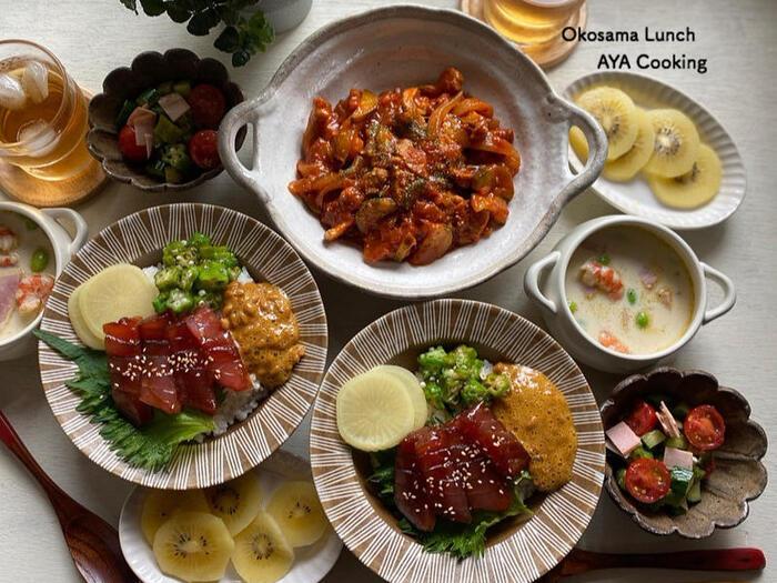 ズッキーニといえば、夏野菜をたっぷり使ってラタトゥイユを作る人も多いかと思います。でも野菜ばかりだとメインにしにくい…そんな時は、豚肉と一緒にトマト煮にアレンジしてみてください。材料も少なめで済んでおすすめです。