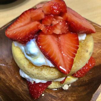ダイエット中でも甘いのが食べたいときは、ヘルシーなパンケーキもおすすめ。電子レンジで簡単につくれちゃいます。メープルシロップをかけていただきましょう。