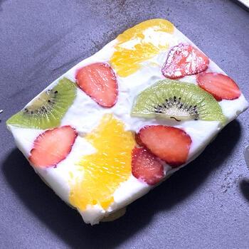 糖質も脂質もオフな、見た目もかわいいオープンサンド。好きなフルーツをデコレーションするのも楽しい!脂質がOKな方は、生クリームを混ぜても美味しいですよ。