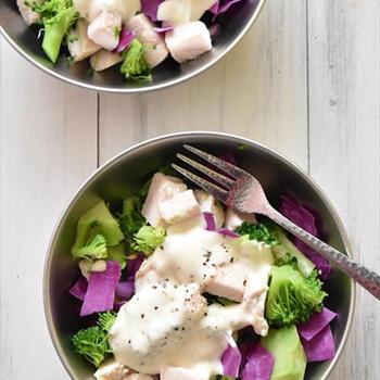 おからヨーグルトで作ったドレッシング。ヘルシーだけど、とっても濃厚!サラダにかけて、ビタミンと食物繊維・たんぱく質も一緒に摂れちゃいます。
