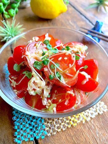 漬けこむ時間は不要、混ぜて和えるだけの簡単一品です。ネギ塩味で、箸休めにもおつまみにもなる時短メニュー。