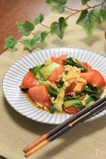 トマトとチンゲン菜を使った、ビタミンCたっぷりの栄養レシピ。オイスターソース入りのタレで味付けし、中華風に。