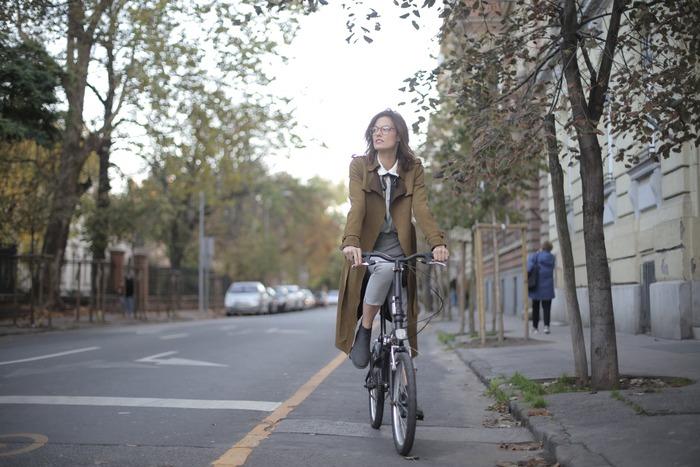タイヤサイズが24インチ以下などの小さい自転車のことをミニベロ(フランス語で自転車をVELOということから)と呼びます。小回りがきき、スカートでも乗りやすい低いフォルムで、見た目も可愛いので女性に人気なのです♡
