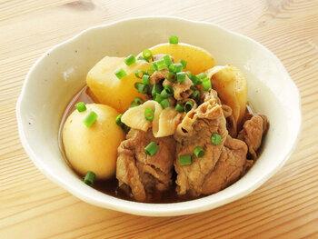 煮物を作りたい時は、こちらのレシピを参考に。大根と豚肉に、たまごを加えて煮込んであります。一度冷ますと味が染み込んで、おいしさがアップしますよ。