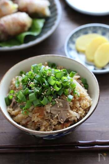 大根と豚肉を使う、炊き込みご飯のレシピもご紹介。ポン酢を使って炊くので、見た目よりさっぱりしています。味付けもシンプル。覚えておくと役立ちそうです。