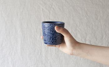 色違いのブルーも素敵。手に持っても大きすぎない丁度いいサイズです。