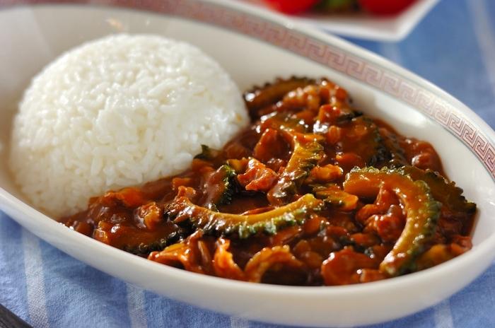 具材はゴーヤ、玉ねぎと豚肉とシンプルですが、それぞれの旨味、苦味、甘味が見事にハマった美味しさです。ゴーヤは美肌効果も期待できる夏野菜。夏カレーと題して、今年の夏の料理としてたくさん作って食べてみてくださいね。