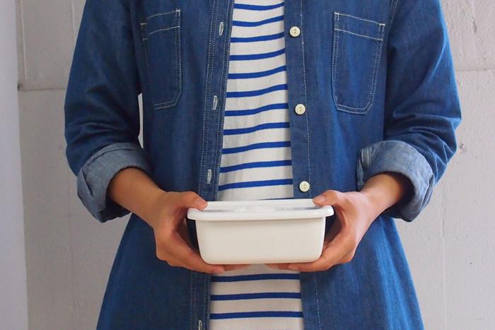 せっかく作ったお弁当。なるべく出来立てに近い味を食べたいですよね。保存効果の高さから、お弁当箱としてもとても優秀。スタンダードな白の小さいサイズをお弁当箱として活用するのがおすすめです。