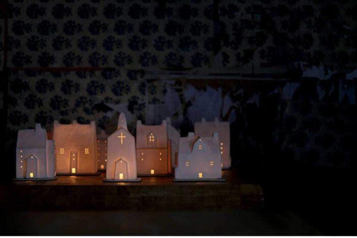 複数並べてもかわいい、北欧の老舗ブランド「イッタラ(ittalla)」のおうち型ライトです。ライトを付けると、まるで夜の街で、家の窓から漏れる灯りを眺めているような気分に。寝る前にとびきり幻想的な世界を眺めながら、眠りに落ちてみるのはいかがでしょう♪シンプルなデザインなので、日中も主張し過ぎることなくインテリアになじんでくれます。