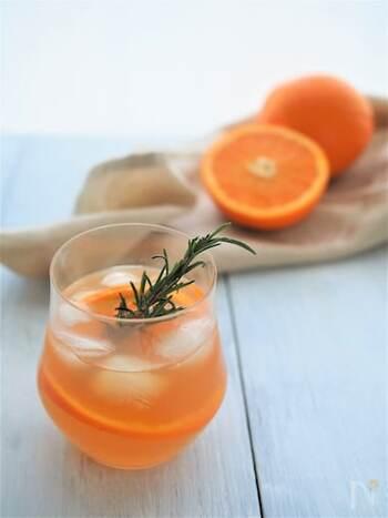 人気の台湾茶・東方美人茶で作るアイスオレンジティー。オレンジをまるごと1個使っているので、ビタミンたっぷり!フルーティな贅沢ドリンクです。