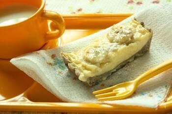 全粒粉とそば粉のタルト生地に、カスタードクリームを詰めて、バナナをトッピング。甘さ控えめの優しいスイーツができあがります。