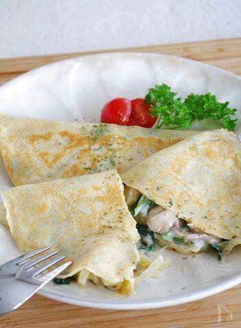 北欧のパンケーキは、薄焼きなのだとか。そば粉も混ぜて、ヘルシーに。こちらのレシピでは、ほうれん草やマッシュルームのクリーミーソースフィリングをたっぷり包み込んで、贅沢な味わいに仕上げています。
