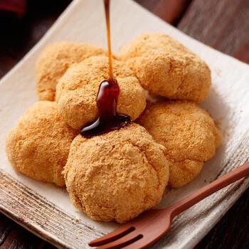 絹ごし豆腐と片栗粉をレンジで加熱しながら混ぜるだけ。ぷるぷるでモチっとした食感のお餅風和スイーツ。きな粉や黒蜜をかけていただきましょう。