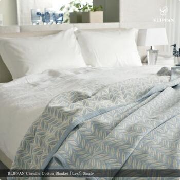 シュニールコットン100%のブランケットもあって、やさしい肌触りで、布団の代わりに掛けてもOK。夏の寝具は洗いやすく乾きやすいほうが、扱いやすいですよね。