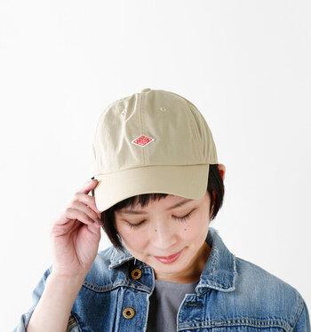 キャップのフロントに付いている「DANTON(ダントン)」のブランドロゴがいいアクセントに。