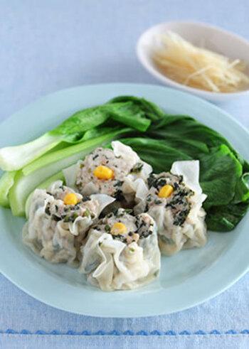 モロヘイヤはしゅうまいの具材にするとお子様にも食べやすく、豆腐をタネにすることでとてもヘルシーに仕上がります♪いつもと一味違ったしゅうまいで、食卓も盛り上がりそうです*