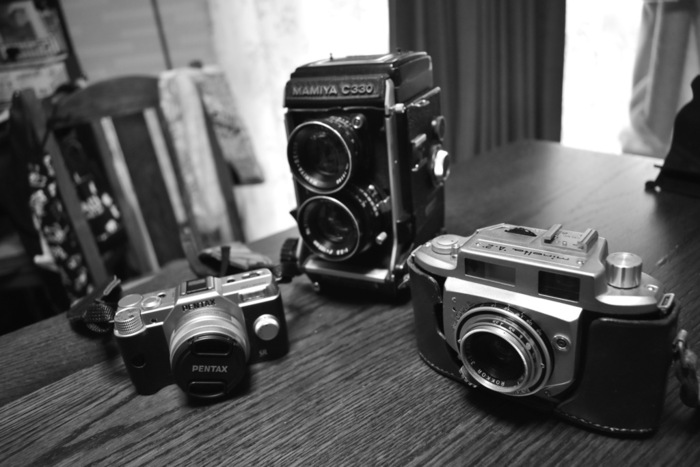 フィルムを取り終えた後、どんな写真が撮れたかを見るためにするのが現像です。なんと、現像する場所によって現像の仕方も異なるんだそう。どんな写りがいいかなど、相談できるならば相談してみるのも手ですね。(※町のカメラ屋さんで、リバーサルフィルムを現像してもらおうとしたところ、現像ができないと断られた経験も…。事前に電話などで現像が可能か聞いておくことをおすすめします。)