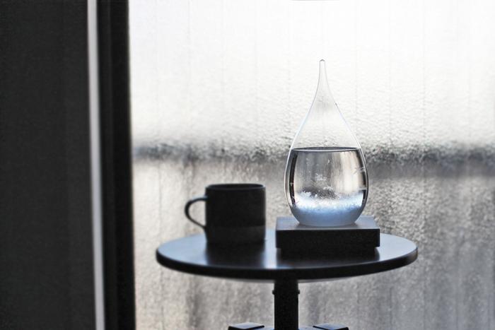 雨の日は小さな結晶がたくさんでき、、液体の中を浮遊します。