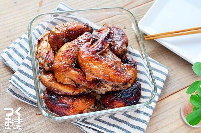 バルサミコ酢やはちみつなどに手羽先を漬け込んで焼いたもの。お酢に漬けることでお肉がしっとりやわらかくなるのもうれしいです。
