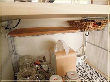 簡易棚があれば、軽めの物の収納もできて見た目もさらにスッキリ!