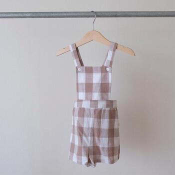 イギリスに住む5人の子どもを持つママさんが立ち上げたLittle Cotton Clothes。シンプルで素朴な可愛らしさを持つお洋服なかりですが、活発な子どもたちのために動きやすく扱いやすい素材で作られているのも嬉しいです。