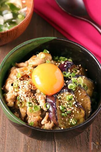 なすのトロトロ感がおいしい丼。甘辛いたれが白ご飯に移り、食がすすみます!
