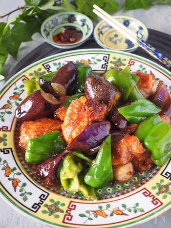 調味料はそれぞれ大さじ1杯ずつだから、覚えやすく簡単です。お肉に片栗粉をまぶしてから調理するのがポイント!タレが絡みやすく、お肉もジューシーで柔らかくなります。