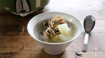 台湾料理でおなじみの食材、冬瓜を使ったスープ。あさりは煮過ぎると硬くなってしまうのであとから入れます。電鍋がない方は土鍋でも作れますよ。