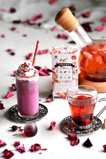 台湾三大烏龍茶の一つと言われる「東方美人茶」を使ったドリンクレシピ。ミックスベリーやアーモンドミルク、ホイップクリームなどでアレンジして、カフェでいただくようなおしゃれなドリンクに。アイス&ホット、ふたつのアレンジを紹介しています。