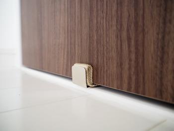 ドアに引っかけても傷がつかないので、安心して使えます。