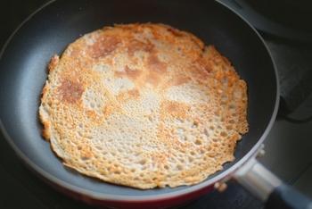 また、そば粉は必須アミノ酸のバランスにも優れ、ビタミンB群やミネラルなども多く含まれます。麺類のそば以外にも、そば粉を活用していろんな方法で食卓に取り入れるとヘルシーですね。(※アレルギーにはご注意ください)