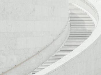 同じように、エスカレーターではなく階段を使うのもとっても効果的。通勤時などにエスカレーター・エレベーターを使いたくなる気持ちをぐっと押さえて、頑張って階段を使ってみて!