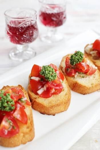 パンをトーストする以外は火を使わず、簡単にできるブルスケッタ♪甘みが強いミニトマトは、ブルスケッタの具材におすすめです。