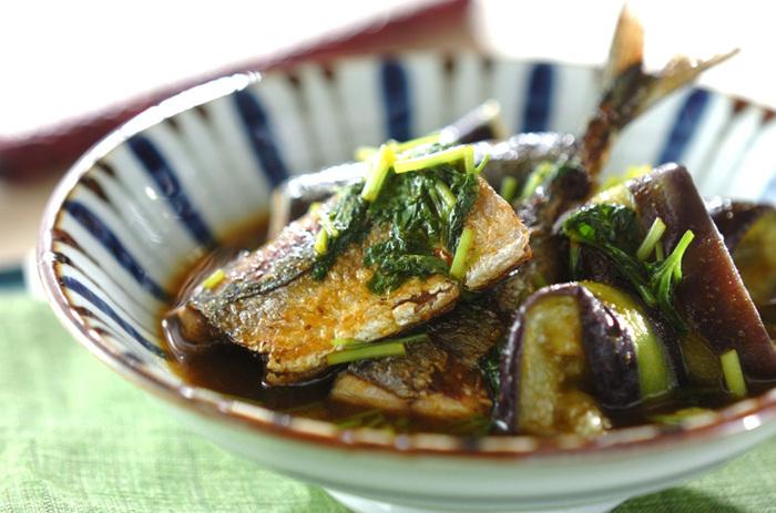 同じくこちらも秋刀魚とカレー粉で作る、見た目も上品な「サンマとナスのカレーあんかけ」。ちょっと珍しいカレー風味のトロミのついたあんとサンマの相性もバッチリで、こちらも和のおもてなし料理としてコスパも良くて◎。秋刀魚とカレー粉って、結構相性がよくおすすめの組み合わせかも。