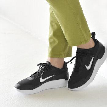 歩いたり階段を上り下りしたりする機会が増えるなら、一足は持っておきたい動きやすいスニーカー。履き心地の良いものを選ぶことで、余計なストレスを軽減して楽しくエクササイズに励むことができます。