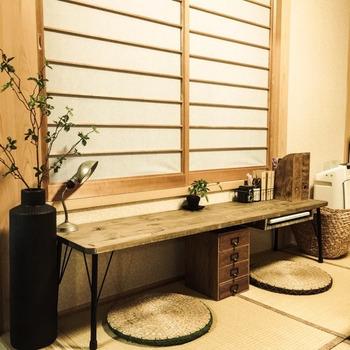 畳の上に直置きするようなタイプのソファや座椅子は、ずっと同じ場所にあると湿気がこもり、カビが生えやすくなります。ときどき、動かして風を入れるようにするのが大切です。こまめなお掃除で、すっきりと心地よい畳ライフが実現しますよ。
