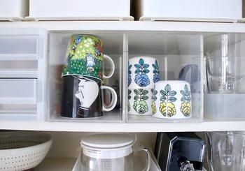お気に入りのマグカップは、アクリル収納グッズを活用すると便利。 ひとめで何が入っているのかわかり、絵柄も見えるので気分もあがります。頻繁に使うカップ類は、落としてしまう心配なくケースごと引き出してさっと取り出せるので助かります。