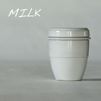 陶器製のつるりとしたシンプルな見た目も素敵です♪温かみのある「Milk(ミルク)」は男女問わず使いやすそう。