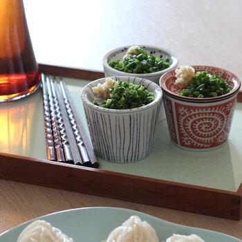 麺類に欠かせない薬味もセットで用意できたらいいですよね。こちらは、蕎麦猪口にポンと乗せられる薬味皿がセットになっています。柄は全部で5種類です。