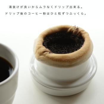 ネルドリップで淹れたコーヒーは、まろやかでほのかな甘みを感じるのが特徴です。これはネルフィルターが、コーヒーの旨みや甘みが詰まったコーヒーオイルを通しやすいため。普段ペーパーフィルターを使っている方は、味の違いがよく分かると思いますよ。