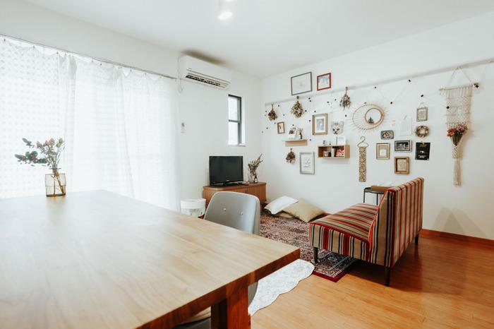 「横長LDK」を心地よい空間にするためには、はじめに「一体感のある空間にしたいのか」「リビングとダイニングを分けてメリハリをつけたいのか」を明確にしましょう。そのうえで、家具のレイアウトを考えると理想の部屋をイメージしやすくなります。