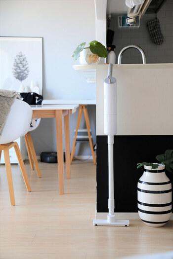 そろそろ身体を動かしやすくなる時間、ささっと簡単な掃除をしてみましょう。朝の空気が心地よく、『モーニングルーティーン』に組み込むことできれいな部屋を維持できて一石二鳥。