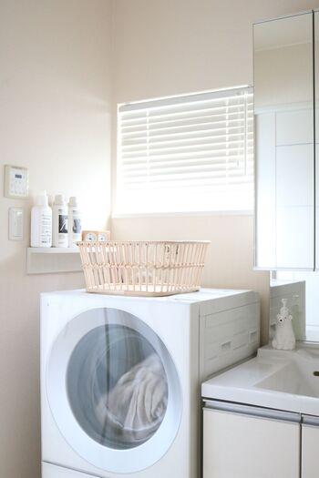 メイクで洗面所にいるついでに、朝ごはんのあとに洗濯物を干すことを逆算して、洗濯機の電源をスタートしておきます。