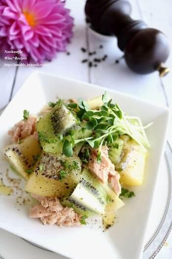 黒胡椒をきかせた、サラダ感覚で食べる一皿。切って和えるだけの5分で作れて、栄養バランスも良いので朝食にぴったりです。