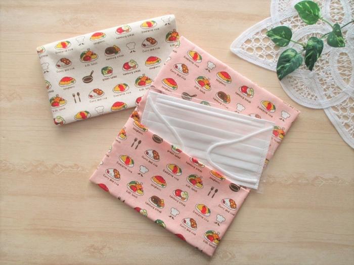●マスクケース 縫う箇所は2箇所だけ、レシピ通りに作れば簡単にポケットが2つのマスクケースが出来上がります。全体的に2枚仕立てになるレシピなので、縫いやすい厚さの綿で作ってもしっかりとした仕上がりに。