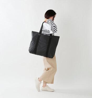 一泊旅行分の荷物も入るくらいのたっぷりサイズなので、旅行バッグとしてもおすすめです。