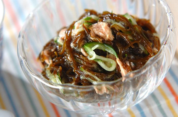 こちらはキュウリとツナを合わせたヘルシーなサラダレシピ。もずくはサラダに使うとより手軽に食べることができるのでオススメです*