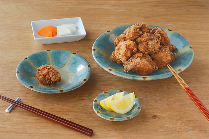 ミントグリーンが爽やかで夏を感じさせるお皿です。サイズは小皿、5寸、7寸の3種類。サイズ違いで揃えると、統一感のあるコーディネートを楽しめますね!肉料理やサラダ、お菓子など色々なものに合わせられます。