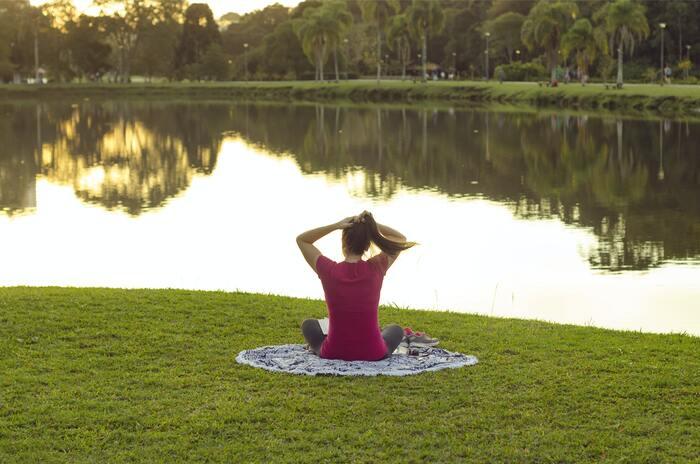 朝の時間に余裕のある方は、身体を動かすメニューを入れると、身体もすっきりの状態で1日をスタートできます。運動不足の方も無理しすぎず続けられる範囲で取り組むことがおすすめ。そうすることで習慣となり、肩こりなど身体の不調とも向き合えるようになるかもしれません。